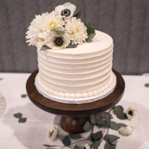 Wedding-Cake-Flowers-at-Minneapolis-Florist.
